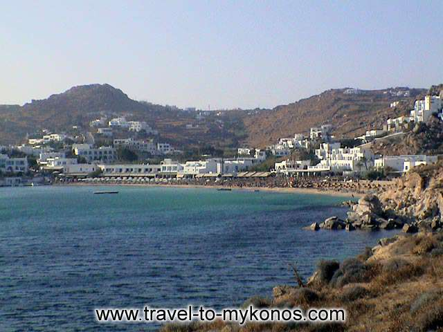 PLATYS GIALOS BEACH - Platis Gialos, a long golden sand beach thath attracts many tourists.