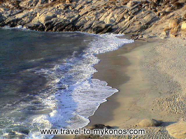 KAPARI BEACH - Kapari is a small quiet beach with clean waters and a beautiful sand.