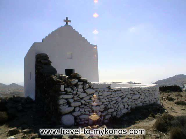 ANO MERA - During your walk to Ano Mera, you'll see enough picturesque churches.