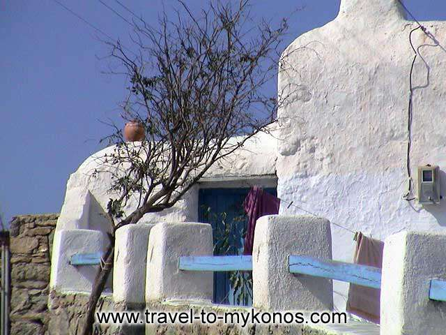 ANO MERA - The houses at Ano Mera village have been built with the characteristic Cycladic architecture.