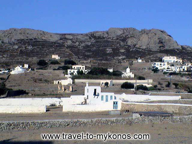 ANO MERA - The Ano Mera village is found on the way to the north-eastern coasts.