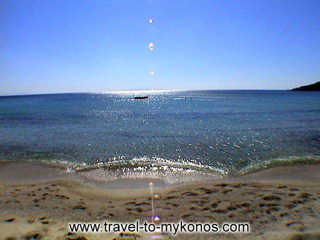 PLATYS GIALOS BEACH - Sit on the sand of Platys Gialos and admire the sea...