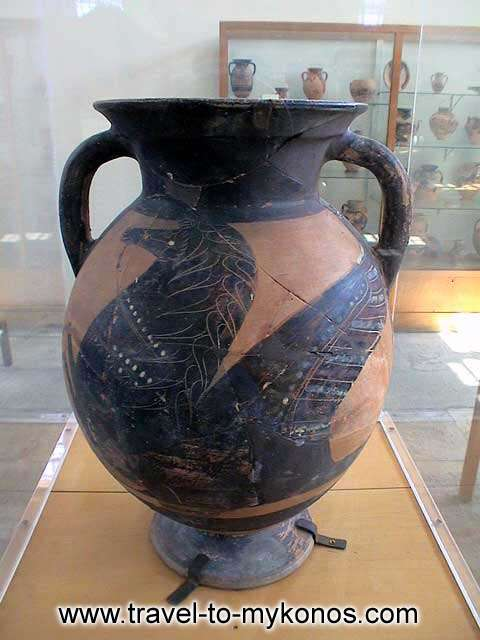 ARCHAEOLOGICAL MUSEUM - Ceramics are painted with appreciable representations.