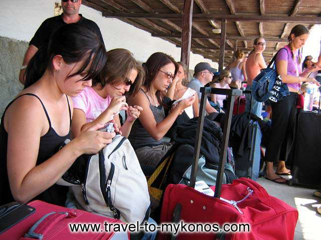 GIRLS IWITH SUITCASES - Girls waiting for the boat in Mykonos port