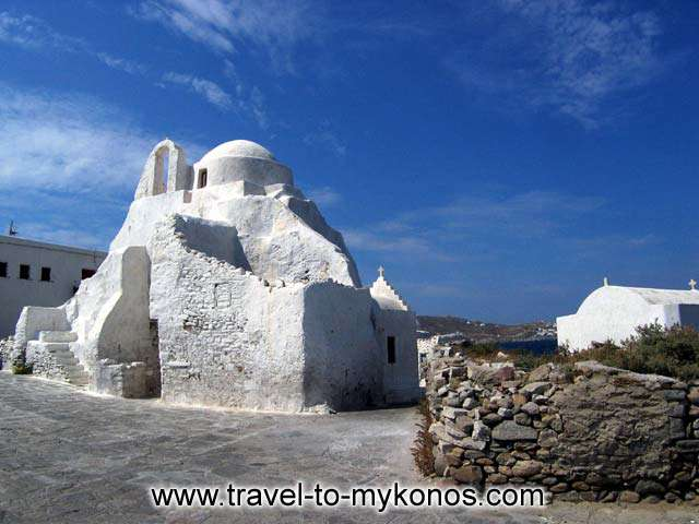 View of Paraportiane from an angle similar to wachting the church from a passing boat. MYKONOS PHOTO GALLERY - THE CHURCH
