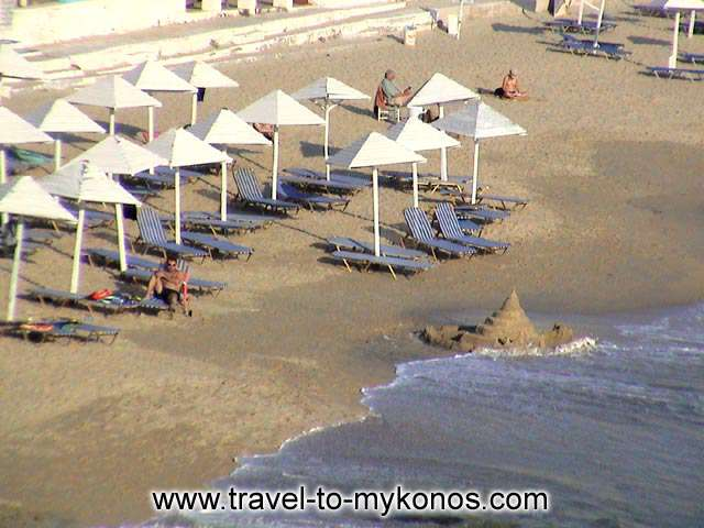AGIOS STEFANOS BEACH - The golden sand and the light blue waters offer to the swimmers unforgettable hours of fun.