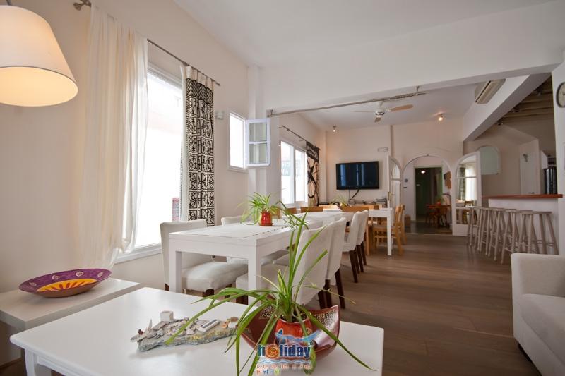 HOTEL MANTO IN  1, Evagelistrias Str. - Town Center